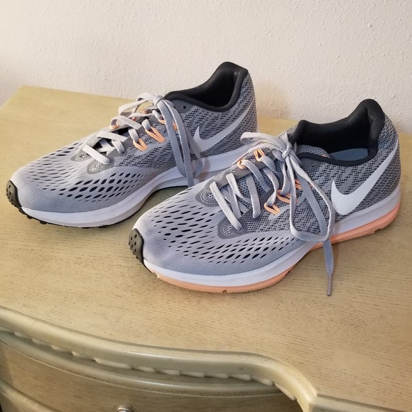 061eb64c364a6 NIKE Zoom Winflo 4 Sneakers. M 5bc3c7fbbaebf6a6f4ccfb19